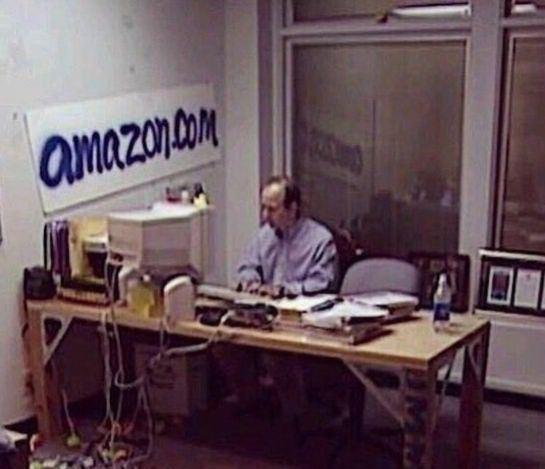 Дже́ффри Престон в своем первом офисе, 1995 год